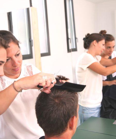 Фотография с курсов парикмахеров широкого профиля